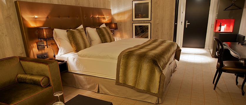 Switzerland_Davos_Hotel_Grischa_bedroom 2.jpg